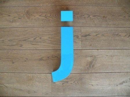Letterlamp blauw j voorkant