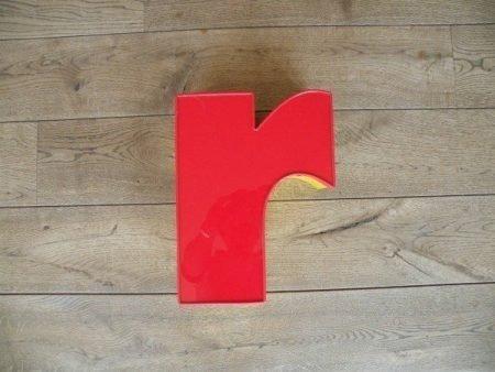 Letterlamp rood geel r voorkant