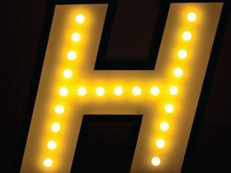 Delightfull letterlamp H aan in het donker